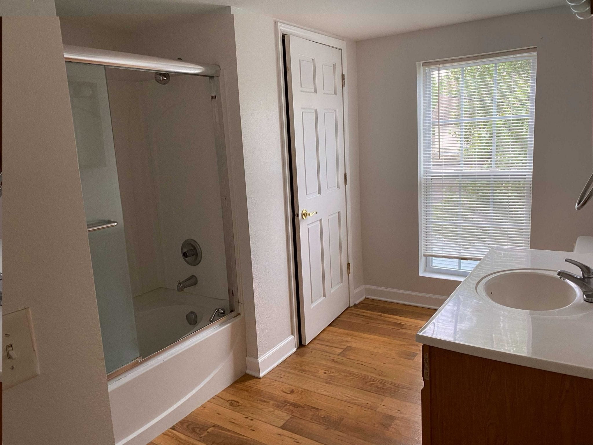 Upstairs Full Bathroom (downstairs has 1/2 bath)