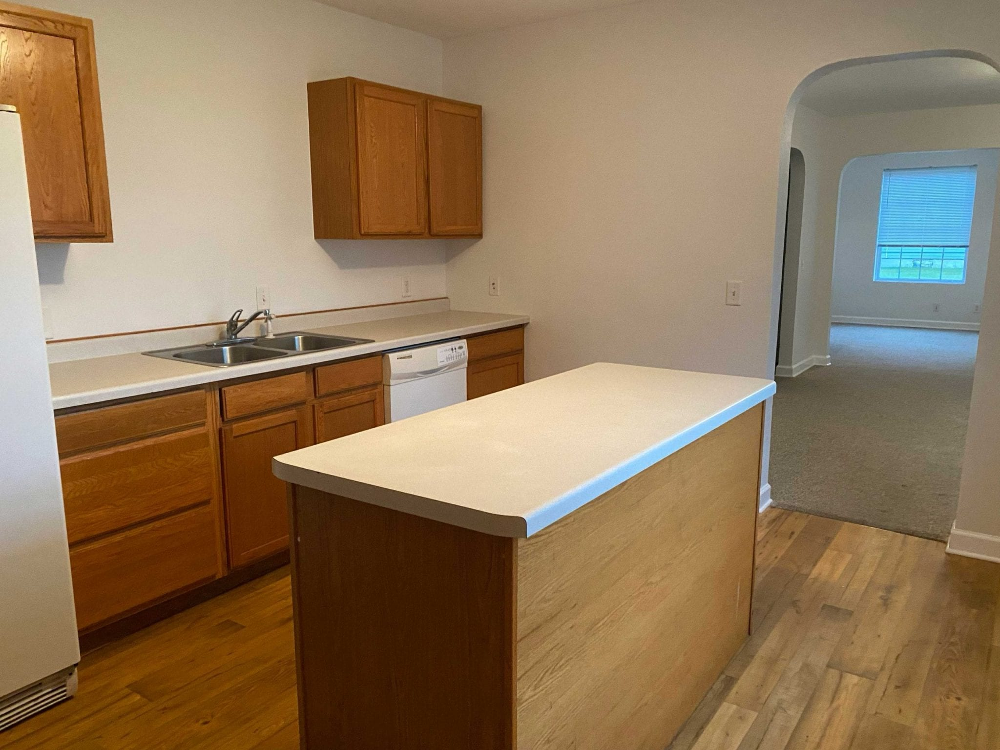 Appliances include: Stove, Refrigerator, Washer, Dryer